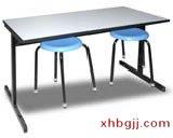 深色餐桌椅