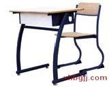 弧形课桌椅